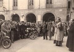 23b-benedizione-moto-in-piazza-duomo-vescovo-giuseppe-piazzi---1952