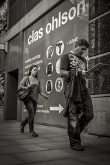 Manchester - She checks him out (Alf Myers - AlfaGraphy) Tags: street woman man girl tongue paper out manchester photography check jeans