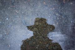 Autoportrait (Leanjuc) Tags: autoportrait selfportrait reflexion ombre shadow water eau caillou