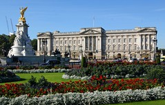 Buckingham Palace (WISEBUYS21) Tags: london thames river buckinghampalace bigben toweroflondon towerbridge theshard samuelpepys southwark westminster oxfordstreet canarywharf hydepark heron tube bond strand wellingtonarch londonbridge stpauls millenniumbridge tatemodern boat ship castle thecity tower theglobe shakespeare firstfolio thebritishmuseum coventgarden greenwichmeridianline harrison h4 greenwichuniversity eastindiandock isleofdogs regentstreet park piccadillycircus waterloo nelsonscolumn trafalgarsquare goldenhind wisebuys21 cityscape panorama