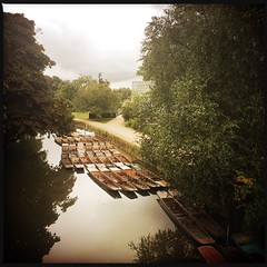 Punts (breakbeat) Tags: hipstamatic oxford instameet instagrammeetup photowalk city hipstamaticapp serene river water cherwell punts boats foliage reflection