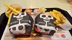 WP_20161017_19_09_28_Rich (hile) Tags: burgerking malmi helsinki hampurilaisravintola fastfoodjoint finland halloweenwhopper whopper frenchfries dip heinz garlic fries burger burgers ranskalaiset fastfoodjoin burgerjoint
