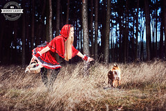 Rotkäppchen im Wald / Ronny Light (Ronny Light Photography) Tags: rothkäppchen rotkäppchen wald wolf fuchs ronnylight little red riding hood charles perrault grimms märchen hot про красную шапочку le petit chaperon rouge brüdern grimm