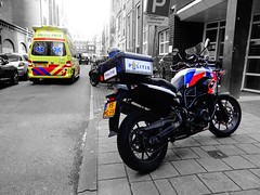Politie Amsterdam and Ambulance Amsterdam 13-406 BMW F700 and Volkswagen Combi (Boss-19) Tags: politie amsterdam | beursstraat bureau beursplein amsterdamamstelland noordholland nederland the netherlands bmw f700 gs 95mdfr 95 md fr f 700 ambulance 13406 zorg psycholance care psychiatric post zuid karperweg stationed volkswagen combi 3spf56 3 spf 56 noord holland transport patients it is special type zorgambulance dutch he staffed by social pychiatric paramedic sociaal psychiatrisch verpleegkundige spv driver karper name that especially equipped for