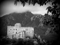 Castelvecchio di Rocca Barbena (fotomie2009 OFF) Tags: castelvecchio di rocca barbena castelvecchiodiroccabarbena castle castello liguria italy italia riviera ligure ponente bn bw monocromo monochrome