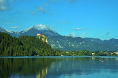 Lake Bled - Slovenia (stevelamb007) Tags: lakebledslovenia lakebled bledcastle lake mountains julian alps reflection nature stevelamb nikon d70s 50mmf18