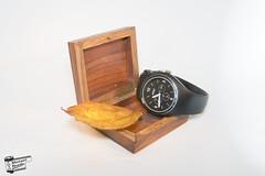 Caja (Manuel Boado) Tags: caja luz fondo blanco reloj hoja otoño interior madera pentax k5