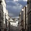 Rue à Montmartre (Gerard Hermand) Tags: 1610174948 gerardhermand france paris canon eos5dmarkii formatcarré montmartre rue street ombre shadow ciel sky nuage cloud