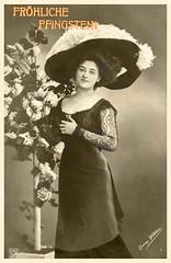 1909 Frohe Pfingsten (zimmermann8821) Tags: atelierfotografie deutscheskaiserreich fotografie hut hutmode mannequin person pfingsten postkarte vorführdame blumen blumengebinde