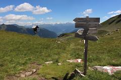 Wegweiser am Schlattacher Joch (uwelino) Tags: italien italy alps alpen adventure alm altoadige passeiertal hhenweg europa europe wandern sdtirol trentino 2016 sommer wegweiser schlattacherjoch tirol meran spectacularlandscape