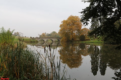 Autumn Lake (davva73) Tags: comptonverney warwickshire nature travel autumn reflection water canon canoneos countrylife landscape