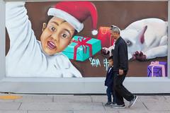 Christmas Street Art, Mexico City (Geraint Rowland Photography) Tags: art streetart graffiti streetartmexicocity mexicocity reformaavenuemexicocity distritofederal cdmx df xmas christmas happychristmas christmasart seasonal candidphotography colourfulstreetphotography geraintrowlandphotography travel geraintrowlandstreetart