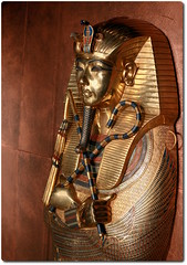 Detail of the Inner Coffin of Tutankhamun (oar_square) Tags: egyptianreligion egyptianart coffinsofkingtutankhamun discoveredbyhowardcarter mummifiedfigureofosiris crook flail