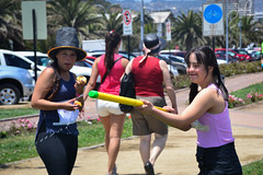 Innovarun (Javiera Peralta Toro-Moreno) Tags: innovarun correr run creativo creative carrera race playa beach agua water gir kid niña pikachu