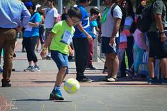 Innovarun (Javiera Peralta Toro-Moreno) Tags: innovarun correr run creativo creative carrera race playa beach agua water family familia boy kid niño pelota ball