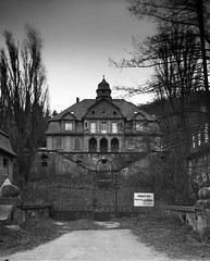 Villa Finkenbach (Silver l Salt) Tags: architecture scary trix f1 apo f56 rodinal chamonix 320 schneider kreuznach 045 150mm symmar