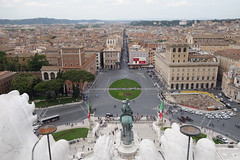 Piazza Venezia from Above (tarmo888) Tags: italy rome roma zeiss europe sony aerialview unesco special sonycybershot lazio vittoriano carlzeiss puhkus vacationtravel sooc qx100 geosetter mytracks beenwaiting geotaggedphoto smartlens foto year2014 playmemoriesmobile lensstyle variosonnart1828100