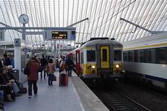 20131007 005 Liège-Guillemins. AM66 623 Picks Up Passengers Working L5567, 17.08 Herstal-Jemelle