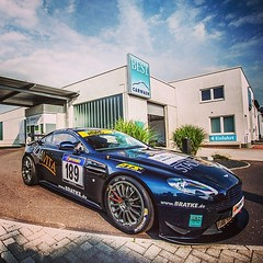 Aston Martin V8 Vantage GT4  Team: Bratke STADAvita Racing #astonmartin#racing#gt4#astonmartinracing#bratke#vln#blue#trier#bestcarwashtrier#racecat#car#cars#nürburgring#stadavitaracing (Murphy Photography) Tags: square squareformat mayfair iphoneography instagramapp uploaded:by=instagram