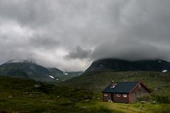 Im Gaularfjell (AxelN) Tags: mountains clouds high htte shed norwegen wolken berge hoch sognogfjordane