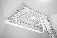 upthrusting (Blende1.8) Tags: stairs fuji treppe staircase banister fujinon stufen treppenhaus treppengelnder treppenstufen fujifil xt1 treppenauge 1024mm xf1024mm