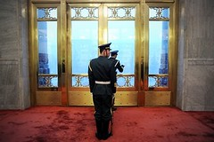 央视与中行搏击延烧 中国政局流言四起 聚焦人物有前常委贾庆林、前军委副主席郭伯雄、江情妇宋祖英及其妹宋祖玉 目前大陆政局动荡时候,又传言四起,类似于王立军事件后,薄熙来被抓前后的情况,这暗示着中共政局可能会再掀波澜,或者出现重大变化。图为,2014年6月9日,中共人民大会堂
