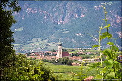 san paolo appiano (heavenuphere) Tags: italy mountain mountains alps church nature del landscape outdoors tirol vineyard europe strada italia village view wine south stpauls valley grapes stmichael eastern range alto trentino vino sdtirol bolzano sanpaolo altoadige southtyrol adige sanmichele eppan sudtirolo 24105mm trentinoaltoadige appiano stmichaeleppan appianosullastradadelvino sanmicheleappiano weinstrase eppananderweinstrase trentinosdtirol stpaulseppan sanpaoloappiano