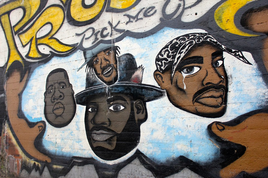 research paper on tupac and biggie Biggie had wanted to be an artist and honor-roll student but dropped out of high school when he was 17 he became a crack dealer to make a living in the neighborhood on august 4, 1994 biggie got married to faith evans, after they were dating for nine days.