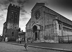 Verona basilica di S.Zeno la piazza (Claudio Pimazzoni) Tags: italia basilica verona piazzasanzeno