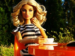Going Public Eugenia (Deejay Bafaroy) Tags: portrait orange scale public coffee closeup table toys outdoors miniatures miniature chair doll frost chairs stripes kaffee sunny going portrt blond blonde 16 cigarettes tisch sonnig fr striped stuhl diorama sthle eugenia dioramas puppe draussen zigaretten streifen integrity miniatur gestreift miniaturen fashionroyalty