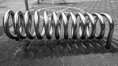 Mollone (albi_tai) Tags: spirale metallo farro molla spring geometria curve simmetria amburgo germania albitai albimont nikon nikond750 d750 2015 neltunneldelbn bianco nero bianconero biancoenero bn bw blackwhite black white