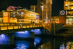 Malmö by night (Maria Eklind) Tags: skymmning city hjälmarekajen bro malmö dark cityview sky sweden streetview himmel evening twilight dusk skånelän sverige se