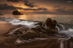 Sunday morning (Ramn Menndez Covelo) Tags: roca grossa beach wave sunrise landscape horizontal outdoors nobody rocks water waterscape seascape
