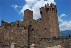 Castillo de Javier (9-7-2012) (Juanje Oro) Tags: navarra provinciadenavarra panoramio javier espana 099 2012 castillo biendeinterescultural torre bandera muralla