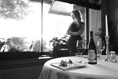 Ristorante Belvedere Bassano - Bianco e nero (Belvedere ristorante - Bassano del Grappa) Tags: ristorante restaurant bassanodelgrappa bassano vicenza veneto cibo food cucina italia italy donna woman ragazza girl glass glassofwine bicchiere vino bicchieredivino wine candela candle tavolo table candeliere portacandela candlestick candleholder silhouette profilo coltello knife piatto plate tovaglia tablecloth