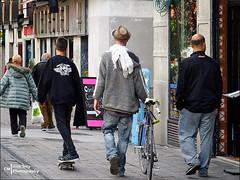 Three were three (Melchita) Tags: streetphotography street streetcolor streetphotographycolor streetscenes colorphotography urbanphotography urbanlife urbanscenes spain melchita