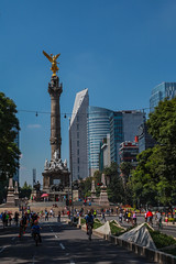 Any given Sunday 531 (L Urquiza) Tags: paseo de la reforma mexico ciudad city angel independencia sunday stroll dominical