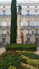 Monumento (Alma Pater Vilnensis) Tags:   valencia