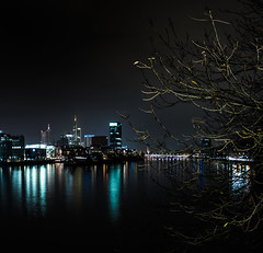 Frankfurt City Night (IBOXY) Tags: frankfurtammain frankfurt deutschland germany city stadt night nacht skyline metropole winter water wasser ufer shore river fluss longexposure langebelichtung promenade