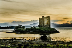 Evening light over Castle Stalker, Scotland. (ChrisKirbyCapturePhotography) Tags: castle castlestalker scotland evening sunset goldenhour golden landscape lochlaich lochlinnhe towerhouse ancient 1400s
