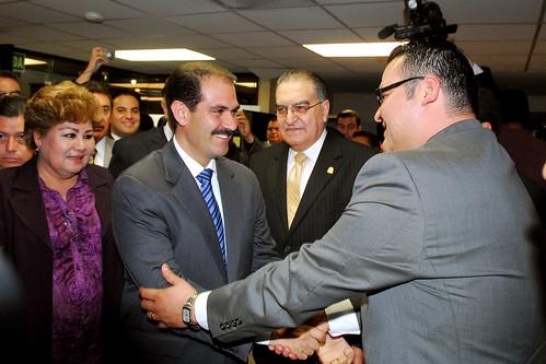 El Gobernador Guillermo Padrés asistió como invitado especial a la toma de protesta del nuevo Presidente de la Comisión Estatal de Derechos Humanos, Raúl Arturo Ramírez Ramírez.