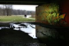 Unter den Isarbrücken | Under  the bridge (Friedrich Grössing) Tags: street bridge art river germany munich münchen bayern deutschland bavaria graffiti streetphotography german flaucher brücke fluss isar deutsch sendling strassenfotografie grössing groessing