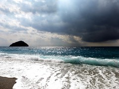 mare e cielo a Spotorno (fotomie2009) Tags: sea italy panorama seascape storm beach clouds riviera italia nuvole mare waves liguria spiaggia onde isola ligure bergeggi spotorno ponente