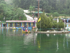 "Lac de Mussoorie <a style=""margin-left:10px; font-size:0.8em;"" href=""http://www.flickr.com/photos/83080376@N03/14888337669/"" target=""_blank"">@flickr</a>"