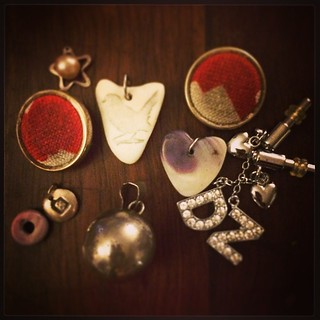 365/222 • a small collection of bits and bobs that I would somehow like to crochet all together into a little conglomeration • #buttons #charms #jingleballcirca1992 #phonebling #pendant #pearl #2014_ig_222