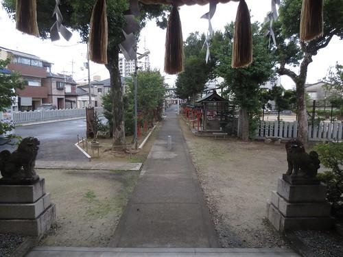 朝の神社風景