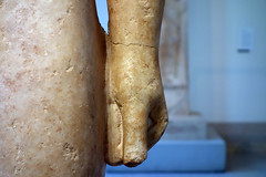 New York Kouros, detail of left fist (close)
