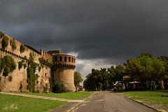 Castillo Sforza (Imola - Italia) (lumior) Tags: italia tormenta muralla castillo imola nuves