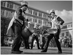 The Complet Mandingo (Nordtegn) Tags: street bw white black holland netherlands noir theatre zwartwit nb sw nl monochrom schwarzweiss nederlands blanc niederlande almelo mandingo complet strasentheater