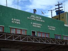 Juliaca estacin (JohnSeb) Tags: city lake peru titicaca station sign train lago see meer lac railway ciudad per estacin ferrocarril  johnseb juliaca jezioro s  southamerica2012